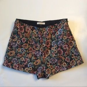Phanuel Pants - High waisted Floral Tapestry Shorts