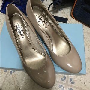 Life Stride Shoes - Nude color super comfortable Pump size 6