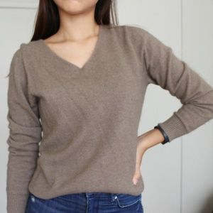 Sweaters - V-neck Cashmere Sweater