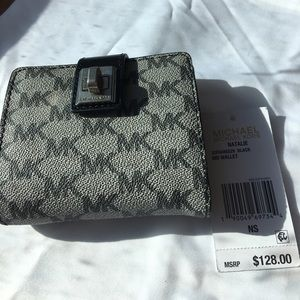 ✂️price✂️NWT Michael Kors Medium Natalie Wallet
