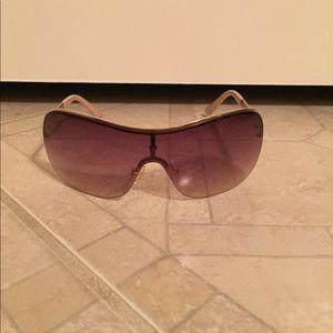 Accessories - Steve Madden sunglasses w/ Vera Bradley case