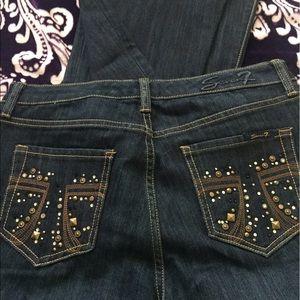 Embellished Pocket 👖