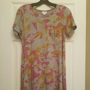 Dresses & Skirts - Lularoe small carly
