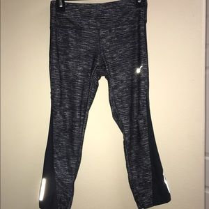 Nike Pants - (S) Nike Crop pants