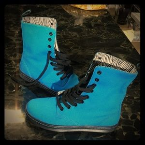 Dr. Martens Shoes - Dr. Martens stratford  canvas boots