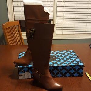 Liz Claiborne Alvis Cognac boot NWT 8.5