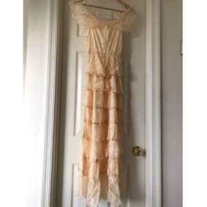Dresses & Skirts - Soft peach ruffled lace dress