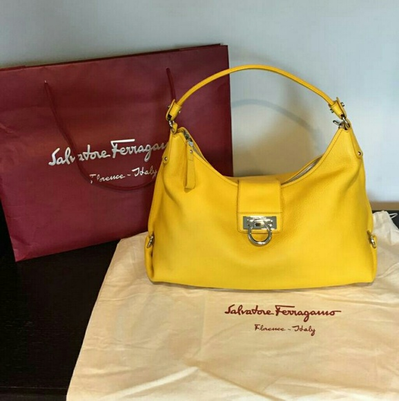 6272471908 Salvatore Ferragamo Fanisa Hobo Bag