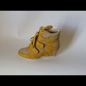 Glaze Shoes - Yellow/Beige Wedge Sneakers
