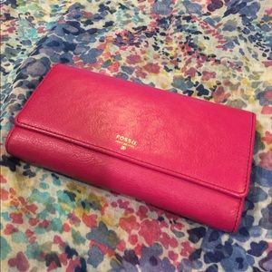 Fossil Handbags - Sale!!!  🌺 Fossil Pink Perfect Leather Wallet🌺
