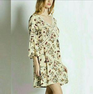 Dresses & Skirts - Flowy floral print boho dress