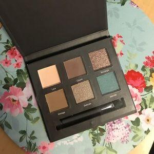 NEW ULTA beauty eyeshadow palette. 6 colors