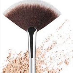 It cosmetics  Other - it airbrush fan brush