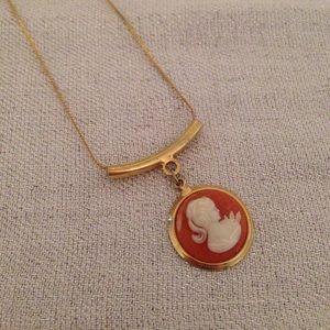 Jewelry - Long cameo necklace
