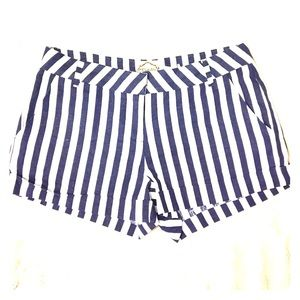DejaVu Pants - NWT Navy and white shorts Size-M