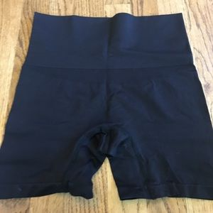 Yummie by Heather Thomson Other - Yummie shaping short black sz M/L S/M