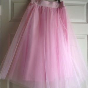 Dresses & Skirts - Pink tulle skirt, size small