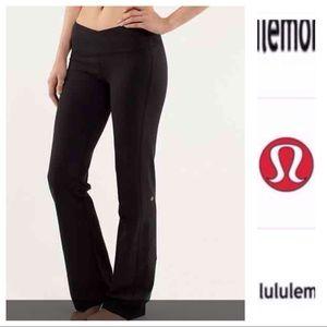 Lululemon black astro pants (short)