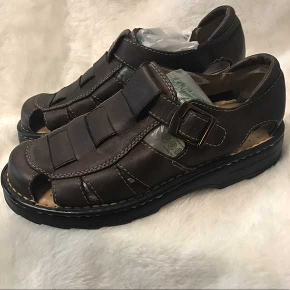 10eb9a697d56 Eddie Bauer Other - Eddie Bauer Men s Sandal 10 leather closed toe