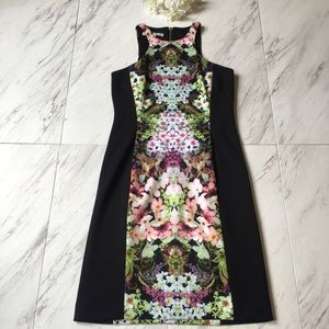Maggy London Dresses & Skirts - Maggy London Slimming Floral Dress