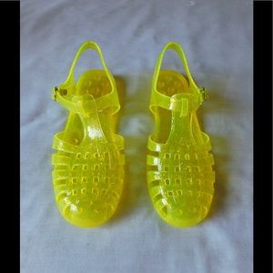 Shoes - Adorable Sparkle Yellow Jelly Sandals W/Buckle