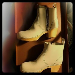 Swedish Hasbeens Shoes - Swedish Hasbeens Zip It Emy ankle boots