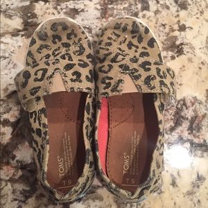 Toddler girls TOMS leopard sneaker shoes sz 9T