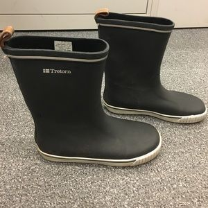 Tretorn Shoes - Tretorn navy rain boots!