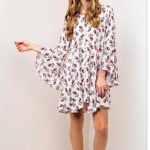 Dresses & Skirts - 🆕 pretty floral dress