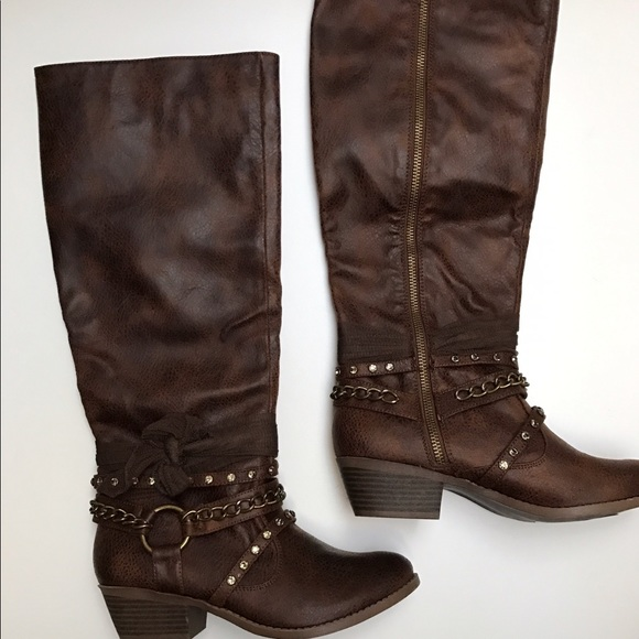 Size 5 Womens Boots with FREE Shipping & Exchanges, and a % price guarantee. Choose from a huge selection of Size 5 Womens Boots styles.