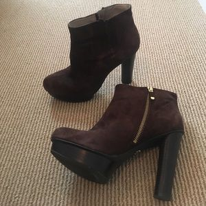 B Makowsky brown suede booties, size 7