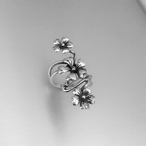 Jewelry - Sterling Silver Cascading Flowers Ring