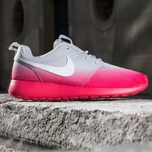 Nike Shoes - NWT Nike roshe ombré👄