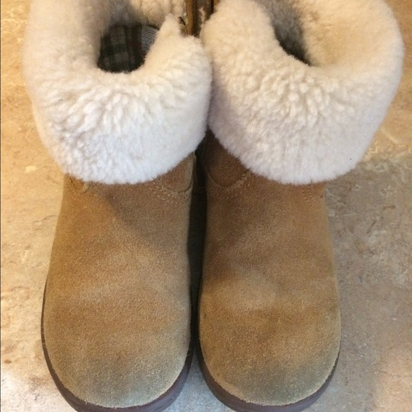 ugg boots toddler size 8