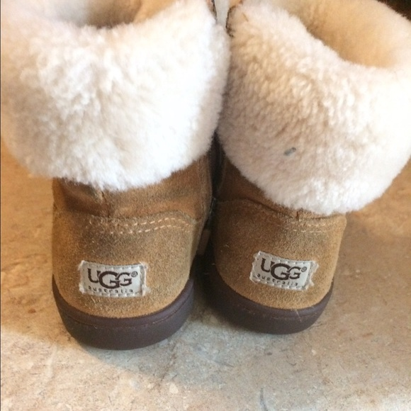 size 6 toddler ugg boots