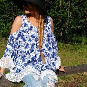 Tops - 🌟Boho Blues floral cold shoulder top