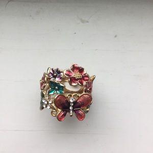 Jewelry - full of fancy ring, a garden delight!