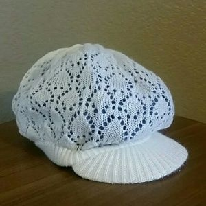 Accessories - White knit slouchy casual hat trishvan99