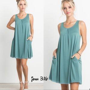 Boutique Dresses & Skirts - Chic sleeveless dress