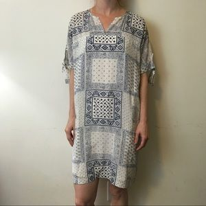 Madewell Dresses & Skirts - Madewell Cream Blue Paisley Pocketed Shift Dress