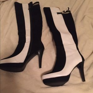 Size 8.5 kneee high boots, never worn!