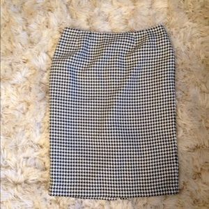 Houndstooth patterned skirt
