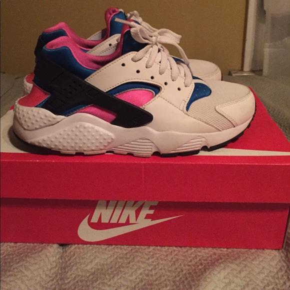 the best attitude b7792 5062b White, pink and blue Nike huarache run