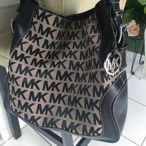 Michael Kors Handbags - PRICE  DROP⬇️AUTHENTIC MICHAEL KORS Tote NWOT