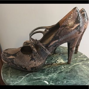 Nine West Shoes - 💥price drop!💥EUC Nine West Snakeskin Pumps!