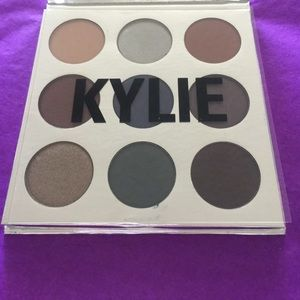 🎂KYSHADOW, THE HOLIDAY 2016 PALETTE
