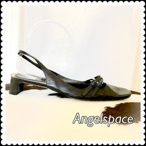Marc Jacobs Shoes - Marc jacobs black sling back