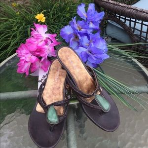 SUPER CUTE Nine West leather low heel sandals