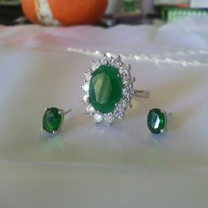 Jewelry - A LUXURIOUS 6.30 CTW EMERALD RING/2.00 CTW GENUINE