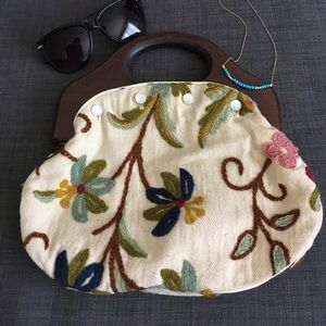 Wooden handle bag embroidery & pearl button detail